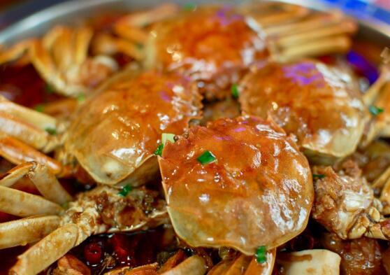 来赴一场美味的蟹煲之旅