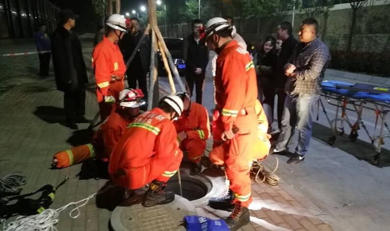 铜川俩工人在下水道工作时缺氧昏迷