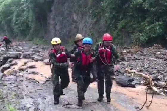 暴雨致陕西汉中一村庄66人失联 消防紧急搜救