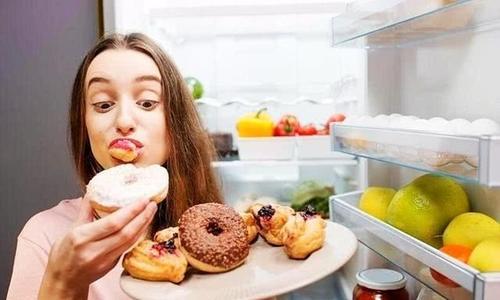 女性甜食吃太多易长皱纹和痘痘