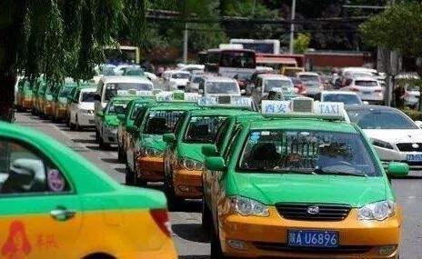 西安市出租汽车行业再免3月份前半月承
