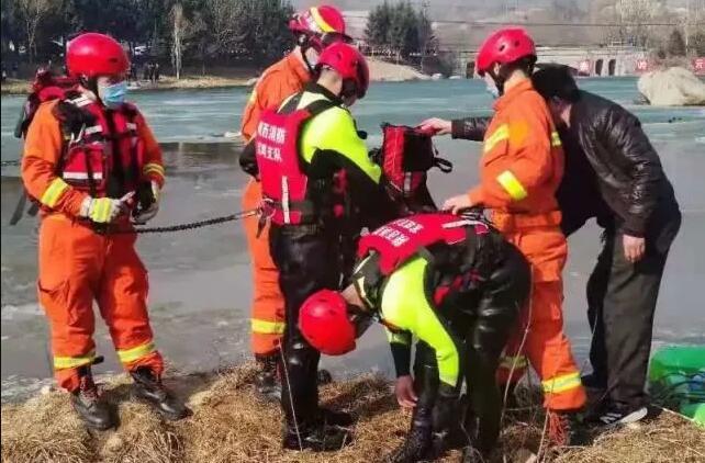 游客被困孤岛 陕西消防